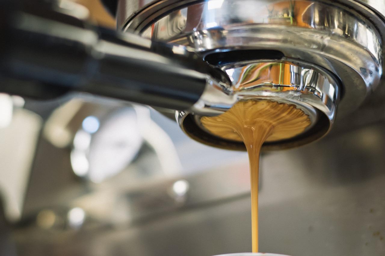 Czym wyróżniają się profesjonalne ekspresy do kawy?
