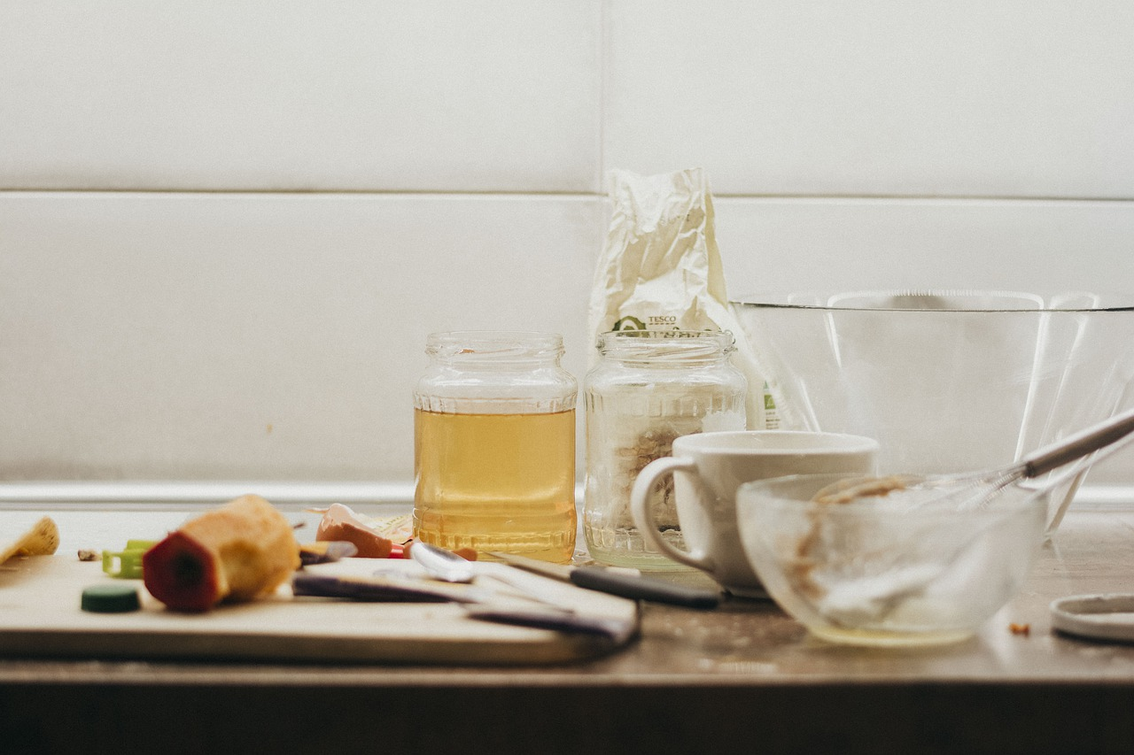 Przybory kuchenne – podstawowe wyposażenie każdej kuchni