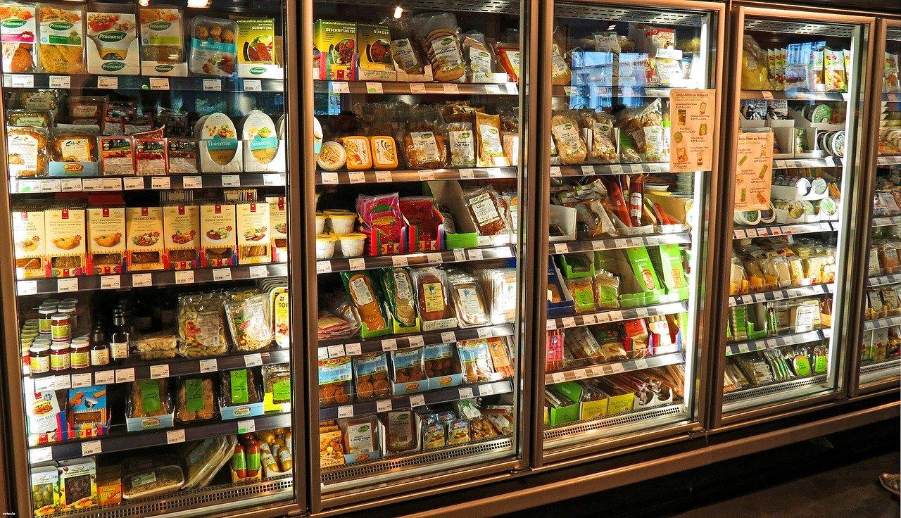 Przeszklone szafy chłodnicze – dobrym pomysłem na przechowywanie produktów żywnościowych