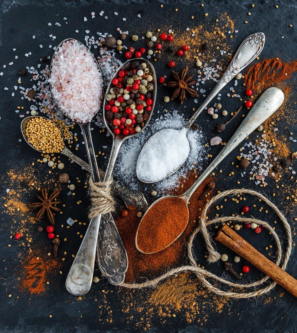 Przyprawnik sposobem na porządek w kuchni